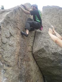 Die Kursteinehmer beim Bouldern in Prielep