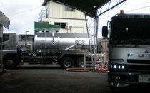使用油など廃液回収作業