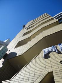 無足場懸垂下降での外壁検査 打診
