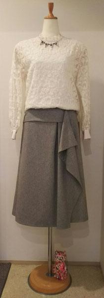 総刺繍ブラウスとドレープがきれいなスカート