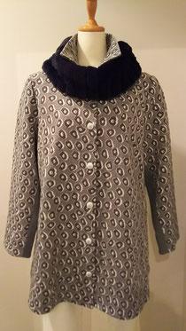 一枚仕立ての軽く羽織るコート