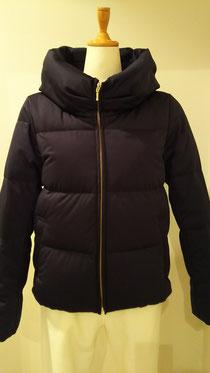 腰が隠れる丈のダウンフェザーコート