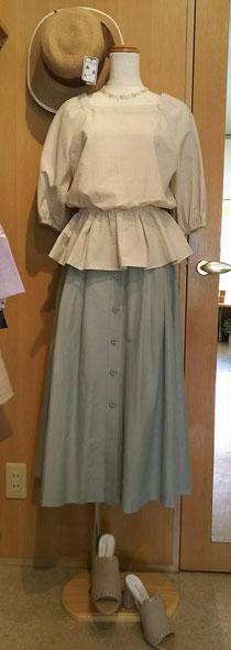 タックとギャザーたっぷりのふわふわスカート