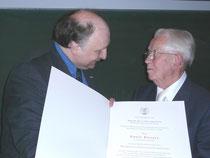 Übergabe der Ehrendoktorwürde