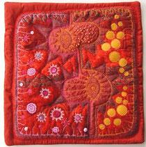 Mini Quilt in roten Farbtönen von Jutta Kohlbeck