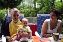 Tina mit Onkel Christian und Tante Kathrin