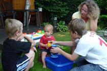 Tina mit Robin, Tom und Tante Sabine