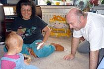 Tina mit Oma Teresa und Opa Achim