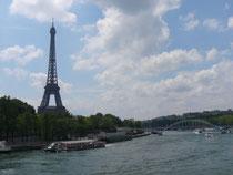 パリ・エッフェル塔とセーヌ河