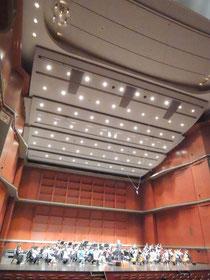 2014/01/19 大津市びわ湖ホールにて関西地区のスズキ・メソードで勉強している子供たちによるコンサートが開催され、北大阪支部からも全曲に多数の子供たちが参加しました。中でも国際スズキ協会会長、才能教育研究会芸術監督である豊田耕兒先生指揮によるベートーヴェン交響曲第7番は、素晴らしいご指導と情熱のもとで、感動的な演奏を1,100名のお客様にお届けすることができました。     <曲目>  ・