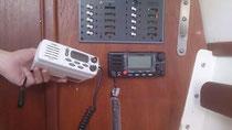 L'ancienne radio (en blanc) et la nouvelle (en noir)