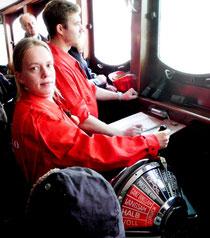 Seefahrtschüler aus Cuxhaven bei der Probefahrt am Brückentelegraf (Foto Dr. Hochhaus)