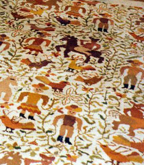 Der Teppich aus Ecuador. Die Farben stimmen nicht  mit dem Original überein -   aber  man bekommt eine  Vorstellung.