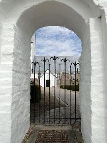 Kirche mit Friedhof auf Jütland