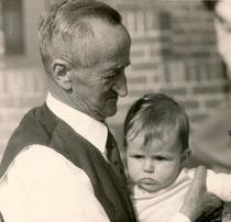 Mein unvergessener Großvater mit seiner ersten Urenkelin