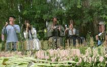 Der Garten wird vorwiegend durch die Fotolinse wahrgenommen - allerdings nicht nur von den Besuchern aus Fernost.