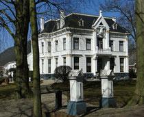Ein typisches Bauernhaus in Bellingwolde, Provinz Groningen
