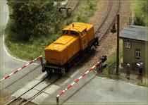 V60 am Bahnübergang