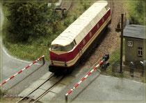 V180 am Bahnübergang