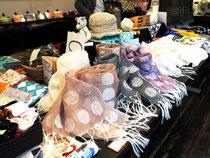 鶴岡サムライシルク「kibiso」で、内外に身近な絹製品を提案し、シルク文化創造都市を目指している鶴岡市。サムライシルクの製品群は、若い世代に浸透中。