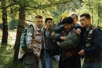 Von Links nach Rechts: Jochen, Franky, Knopf, dahinter Mahatma, Schnik