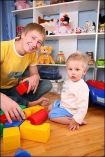 В процессе игры  малыш познакомится с множеством новых понятий: большой, маленький, квадрат, круг, зелёный, оранжевый и т.д.