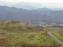 白根山山頂から草津温泉を見下ろす