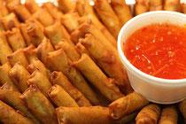 knusprige Frühlingsrollen mit feiner Thai Sweet Chilli-Sauce
