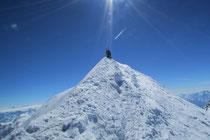 Mit Skis auf den höchsten Punkt der Alpen
