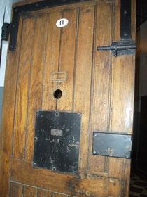 Porte de la cellule 11 !...