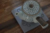 瓦の鍋敷き
