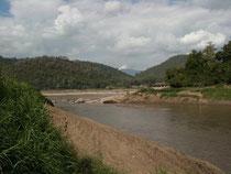 メコンとナムカーン川の合流地点