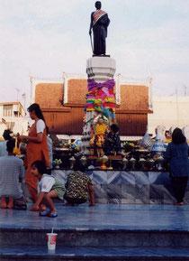 タイのジャンヌダルクと呼ばれるスラナリの像