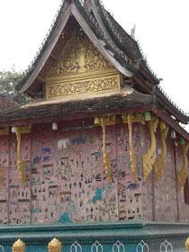 ワットシェントーン内寝仏が納められている祠の外壁