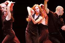 Tanz ist die älteste Ausdrucksform des Menschen. Er stärkt das Selbstbewusstsein und fördert die Gemeinschaft. Foto: Emanuel Gat Dance, Gadi Dagon/Festspielhaus St. Pölten