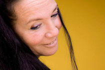 Sathya Bernhard bin Saif studiert seit ihrem achten Lebensjahr mongolisch-buddhistische Psychologie, Philosophie und Medizin. Sie lebt und praktiziert tibetische Medizin in Wien. www.archetype.in Foto: Bernhard bin Saif