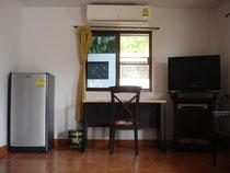 Réfrigérateur, bureau, TV, DVD