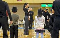 講習をする久保さん(長野県連盟 提供)