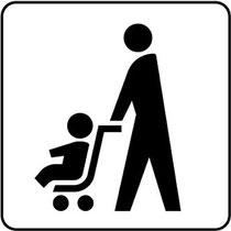 子供が乗ったベビーカーを大人が押し歩くデザイン