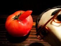 """あぁ、昨夜の""""見逃せない""""形のトマトだ!"""