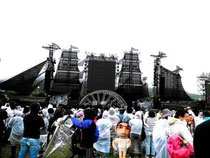 函館史上最大GLAY野外コンサートを見にやって来る人々を見に行ってくるボク