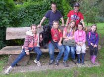 """Die Outdoor-Kids mit """"Begleithund"""" Jack"""
