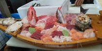 金目鯛、イサキ、釜サザエ、鮑、帆立、熱海マス、鮪、マンボウ、石鯛、黒むつ、寿鮮エビ