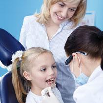 Kinder-Prophylaxe - Zahnreinigung, Tipps zur richtigen Zahnpflege und gesunden Ernährung - © Deklofenak - Fotolia.com