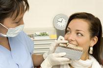 Sicherer als Selbstversuche: Bleaching beim Zahnarzt (© Christoph Haehnel - Fotolia.com)