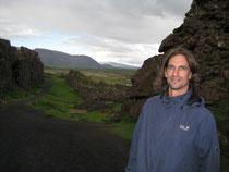 M. Wolfgramm am Mittelozeanischen Rücken bei Thingvellir (Island).