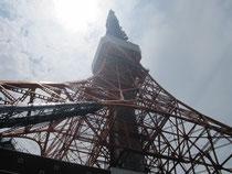 スカイバスから見上げた東京タワー。