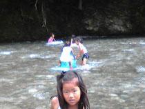 川は適度に冷たくて、とっても気持ちいい!