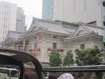同じくスカイバスからの歌舞伎座。