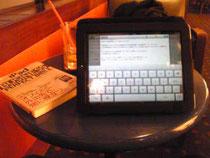 今や私にとってビジネスの必需品であるiPad。ちょっと大げさに言えば、人1人雇っているのと同じくらいの価値あり♪
